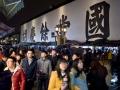 Gente a passeggio nella vecchia strada imperiale nel centro storico della città. People walking on the Imperial Street